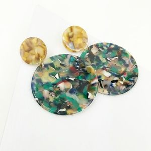 CLOSET REHAB Jewelry - Circle Drop Earrings in Green with Camel Stud